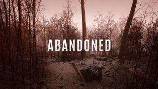 Verlassener Text auf dem Titelbildschirm vor einem Waldhintergrund