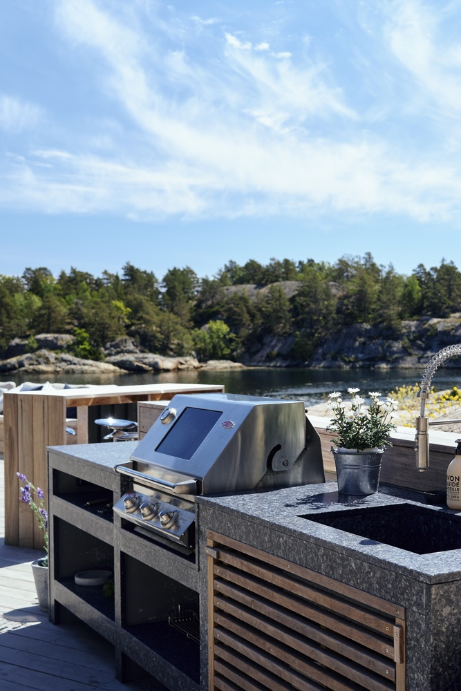 How To Install An Outdoor Kitchen - Expert Tips For A Stylish New Space