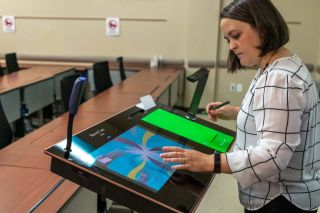 Chattahoochee Tech OTA Program Director Amy Shaffer uses Pilot 3 touch screen