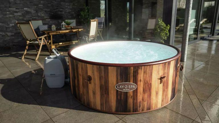 Hot tub deals: Lay-Z-Spa Helsinki 7 Person AirJet Hot Tub