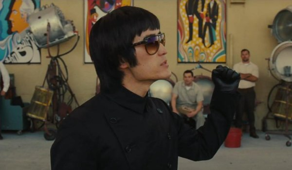 Once Upon A Time In Hollywood Bruce Lee shows his fist on the backlot