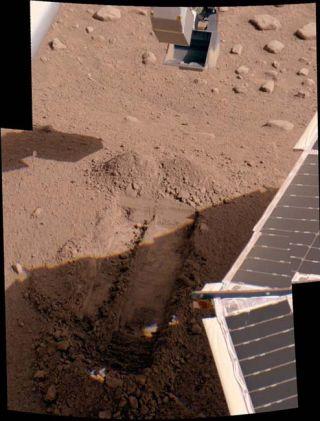 Mars Lander Scrapes Icy Soil in Wonderland