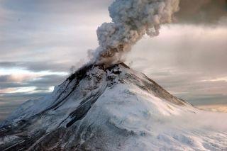 Augustine Volcano, volcanic eruptions, ash