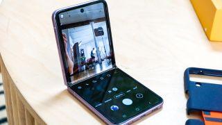 Samsung Galaxy Z Flip 3 flex mode: camera