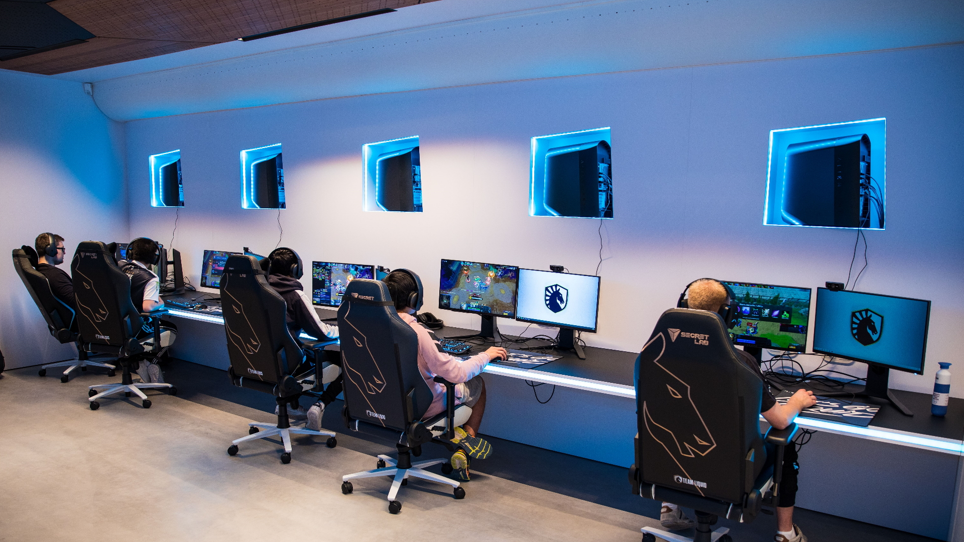 How to train an esports team: private chefs, psychologists, and $452,000 worth of PC hardware
