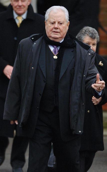 Danny La Rue dies, aged 81