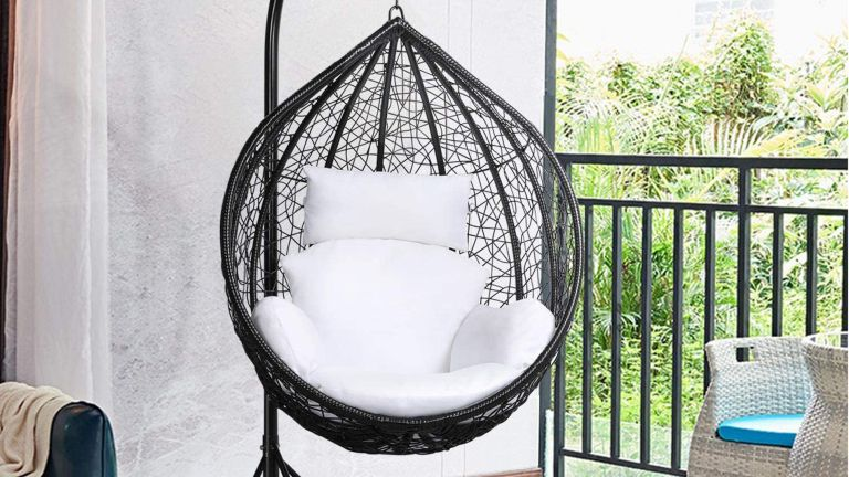 Best hanging chairs: Yaheetech