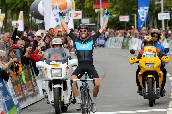 Alex Dowsett wins Tour du Poitou Charentes stage five