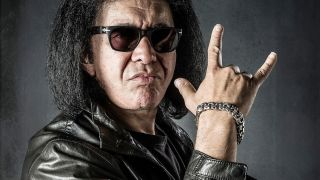 Gene Simmons throws the horns