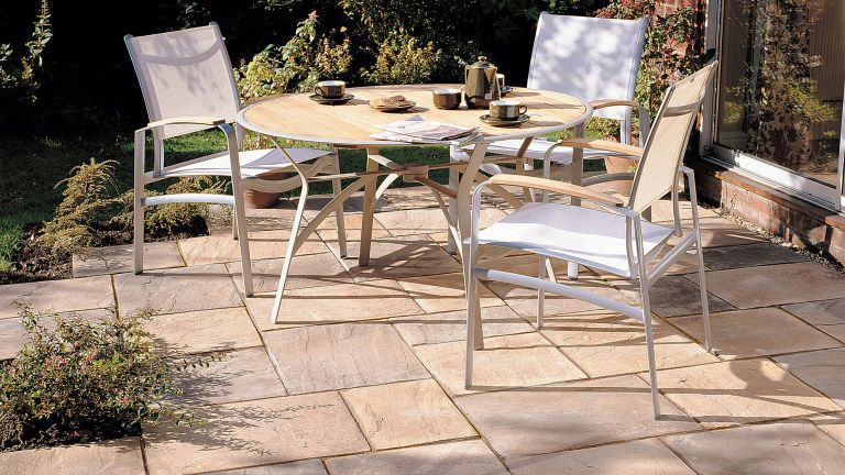 patio paving: B&Q AUTUMN BRONZE OLD RIVEN MIXED SIZE PAVING PACK £165