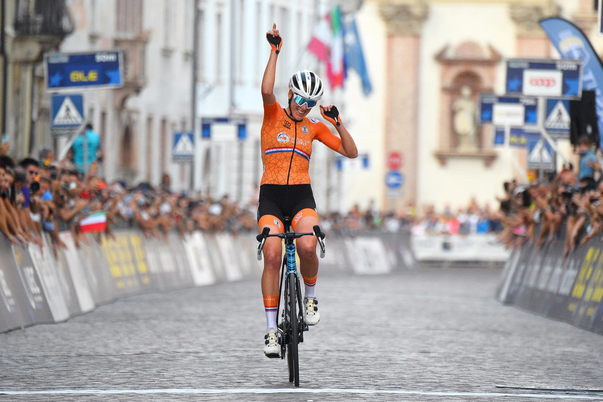 Ellen van Dijk celebrates her European Championship win