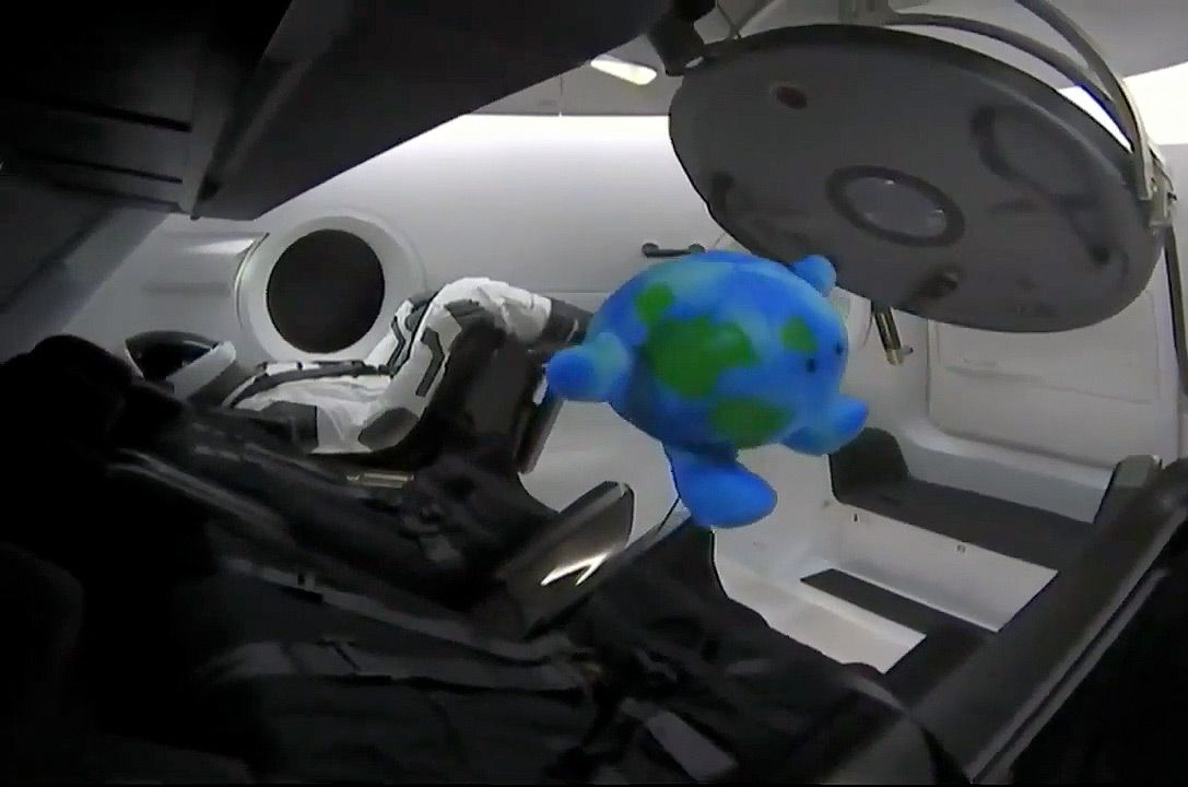 SpaceX's Dragon: First Private Spacecraft to Reach Space Station | Space