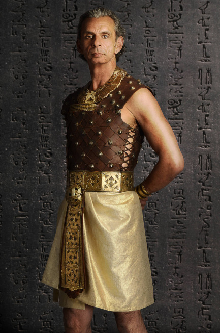Egyptian Clothing  Fashion Costume and Culture Clothing Headwear Body Decorations and Footwear through the Ages Egyptian Clothing The ancient Egyptians were the first human society to have an identifiable sense of style in clothing