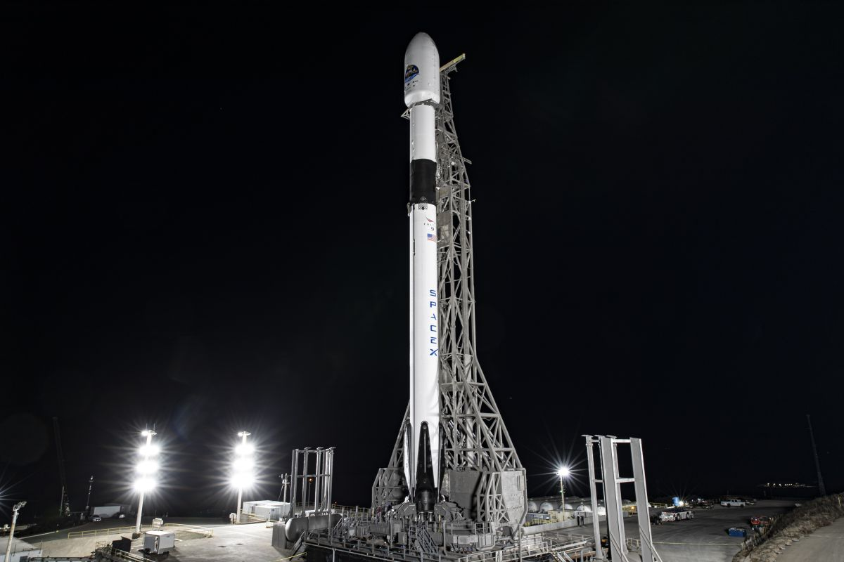 SpaceX could launch back-to-back rocket missions from two coasts this weekend. Here's how to watch.