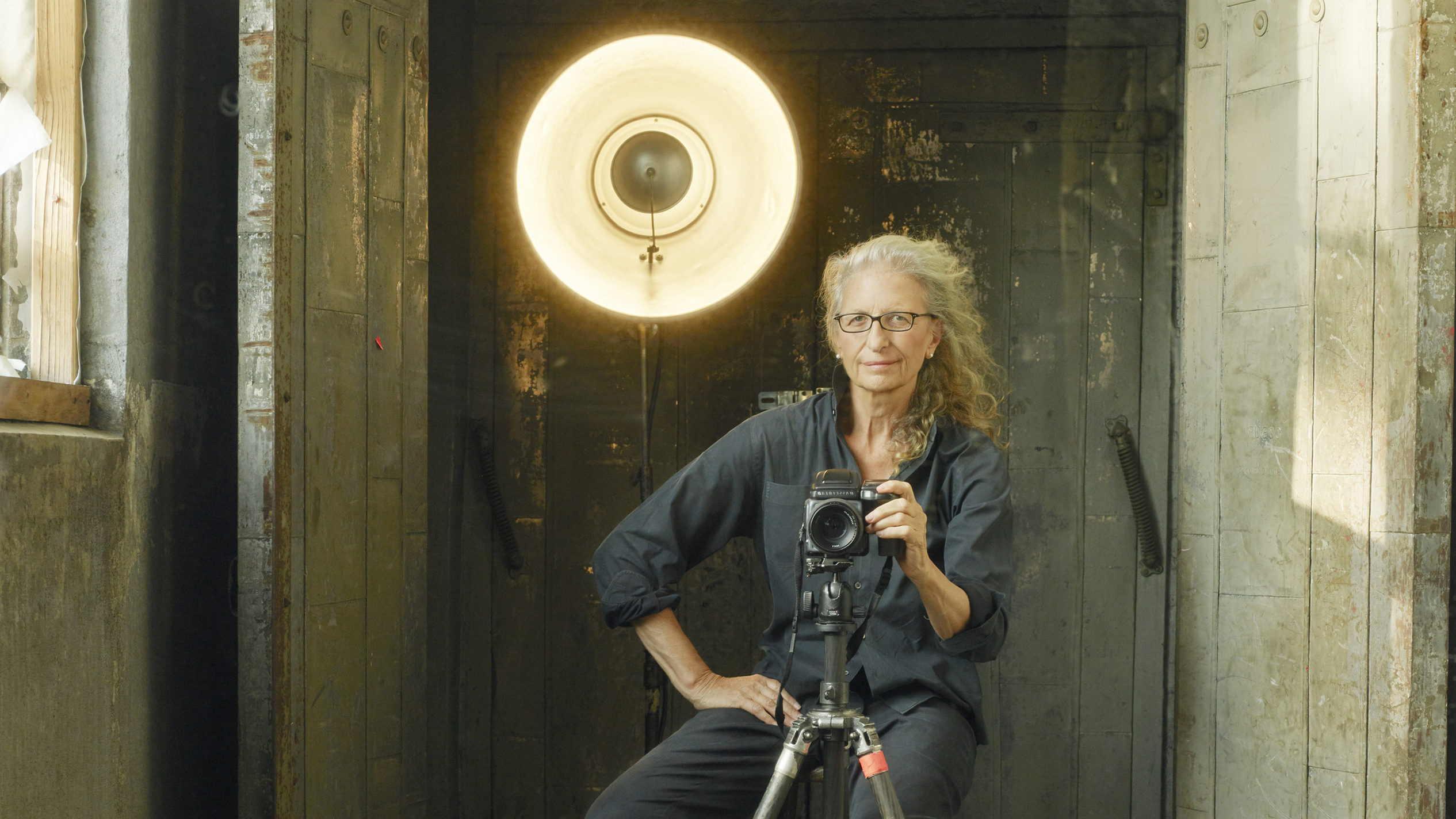 Want to know how to shoot like Annie Leibovitz? This book offers her best photo tips and techniques