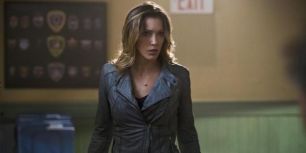 Katie Cassidy Laurel Lance Arrow inside Star City Police Department