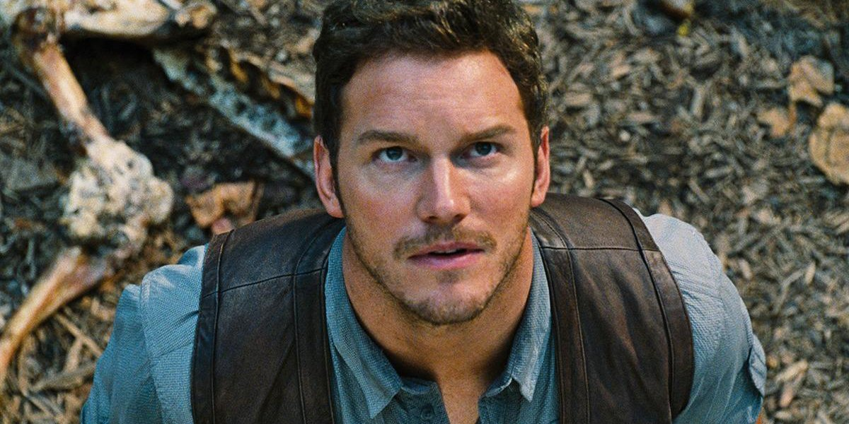 Jurassic World Chris Pratt looks up