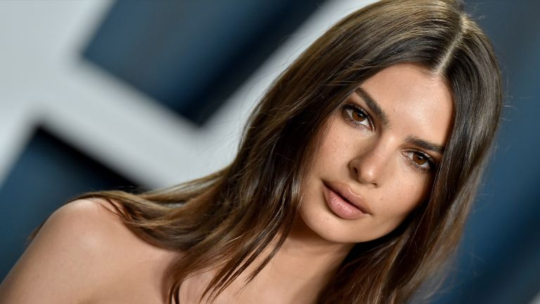 BEVERLY HILLS, CALIFORNIA - FEBRUARY 09: Emily Ratajkowski attends the 2020 Vanity Fair Oscar Party hosted by Radhika Jones at Wallis Annenberg Center for the Performing Arts on February 09, 2020 in Beverly Hills, California. (Photo by Axelle/Bauer-Griffin/FilmMagic)