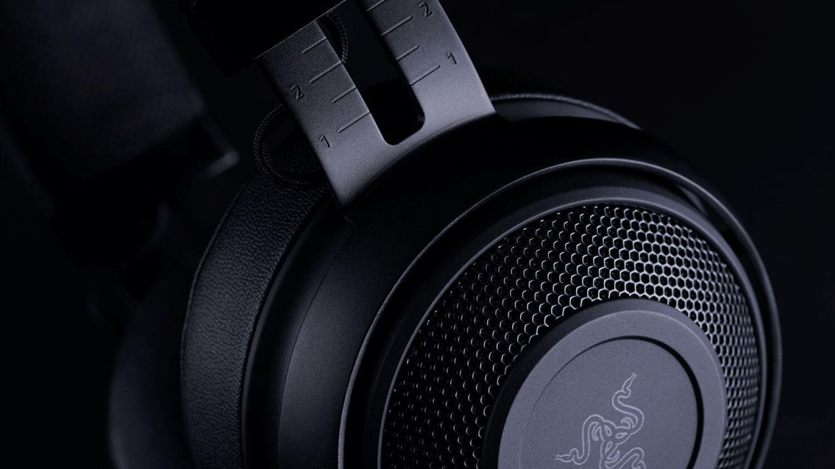 "Razer Kraken Pro V2 review: ""No-frills gaming headset speaks volumes"""