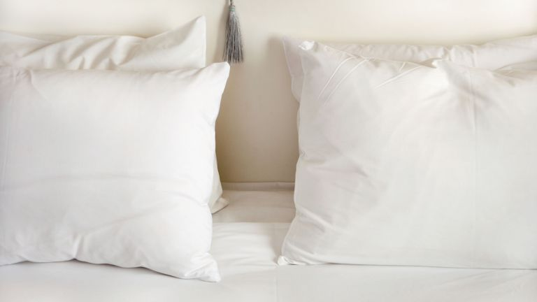 pillows on bed, best cooling pillows