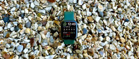 Apple Watch 7 testes utendørs.