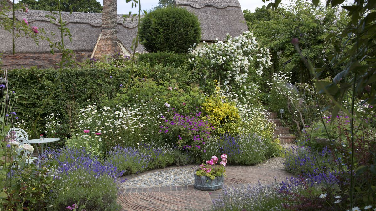 How to plan a cottage garden – from choosing a layout to picking plants