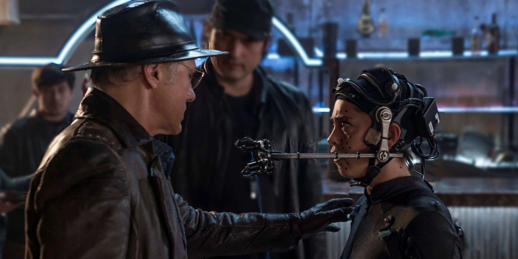 Alita: Battle Angel Robert Rodriguez watches Christoph Waltz and Rosa Salazar on set