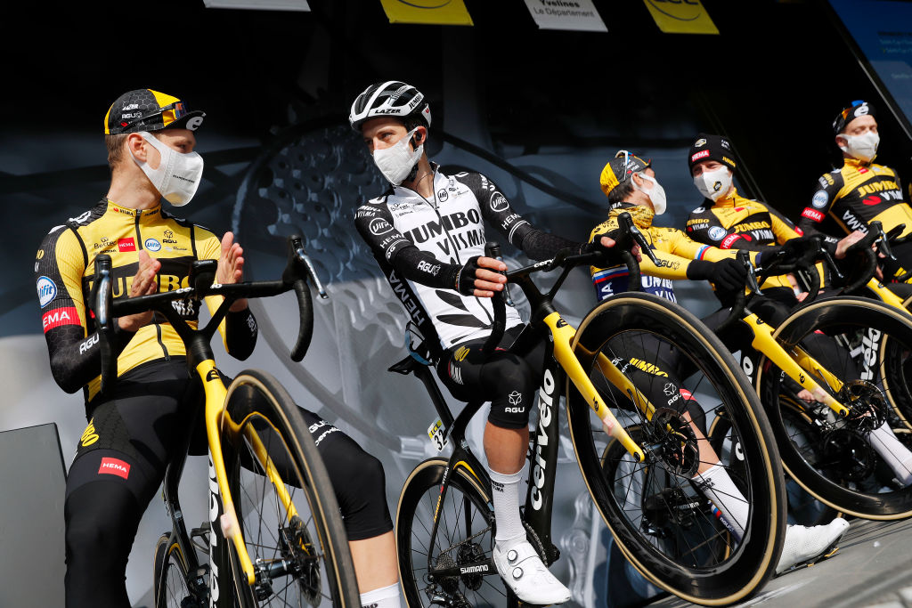 George Bennett with his Jumbo-Visma teammates at the start of stage 2 of Paris-Nice