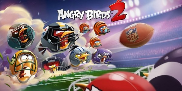 Angry Birds don NFL gear.
