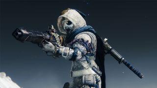 Shadowkeep Hunter holding Xenophage