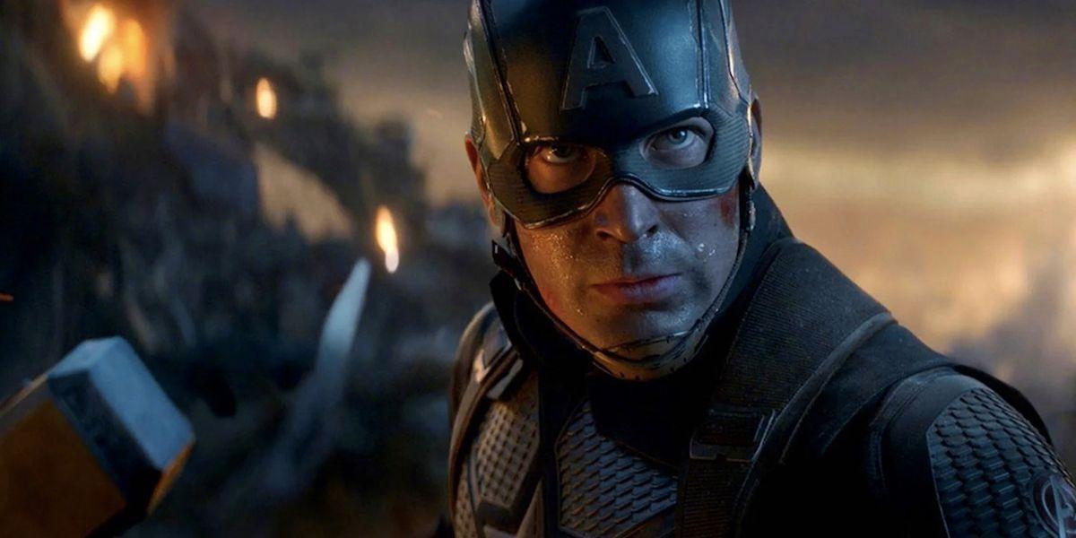 Chris Evans Captain America holding hammer