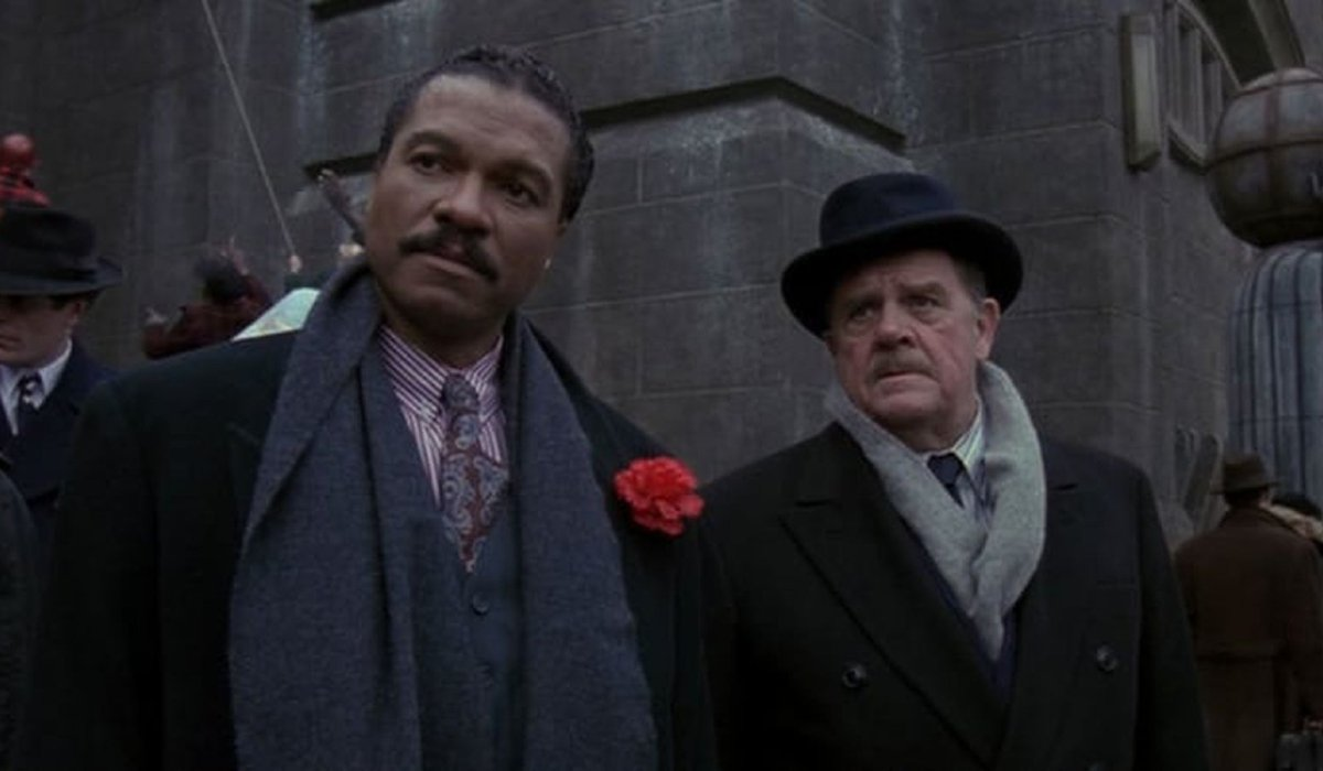 Batman Billy Dee Williams and Pat Hingle stand together on the streets of Gotham