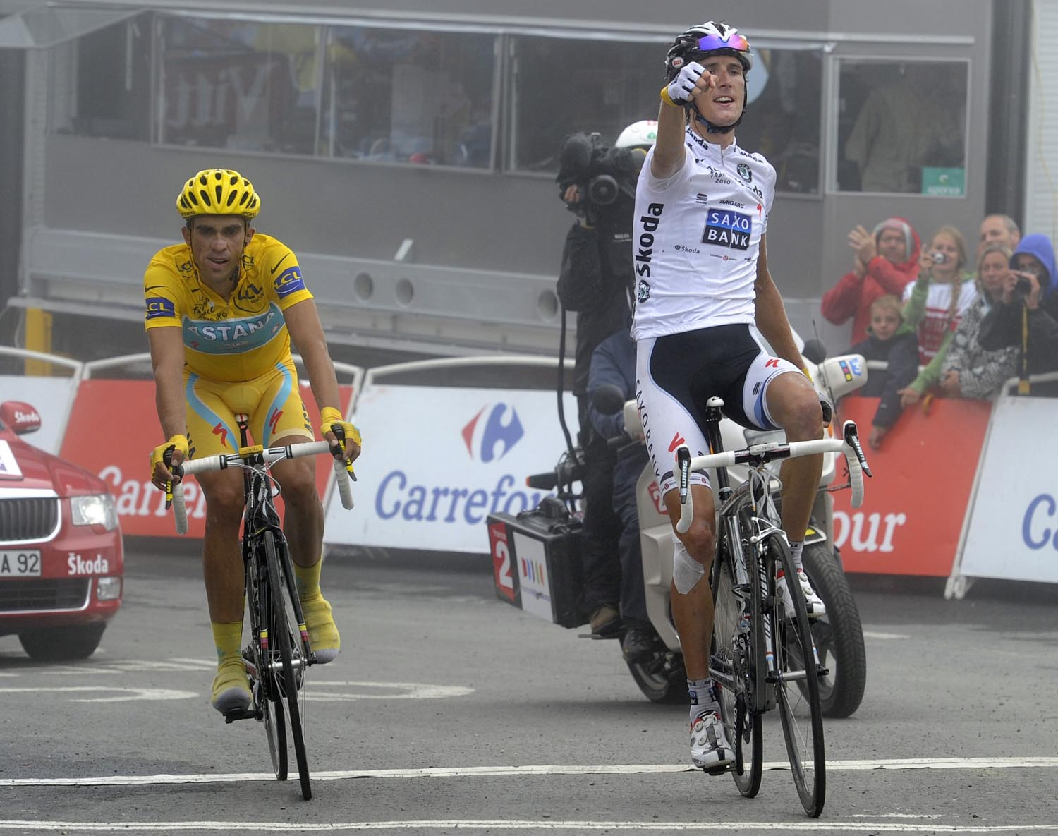 schleck wins on the tourmalet but cannot shake off contador