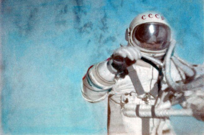 Archived image from the Fédération Aéronautique Internationale (FAI) report certifying that the first spacewalk was conducted by cosmonaut Alexei Leonov on March 18, 1965.