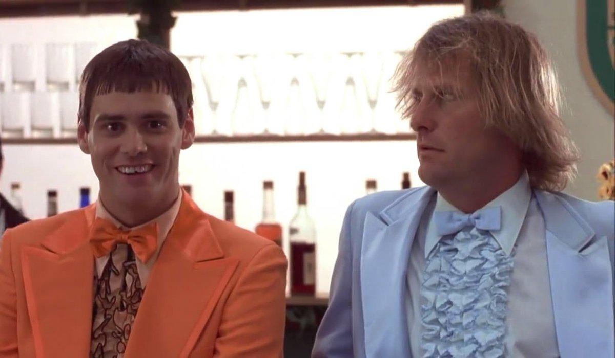 Dumb and Dumber Jim Carrey and Jeff Daniels sit at the bar
