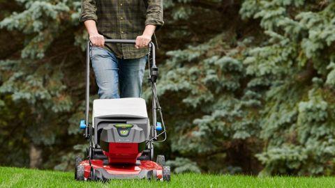 Toro Recycler 21 Inch SmartStow 60-Volt Cordless Mower review