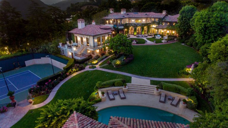 Sugar Ray Leonard's house seen from outside
