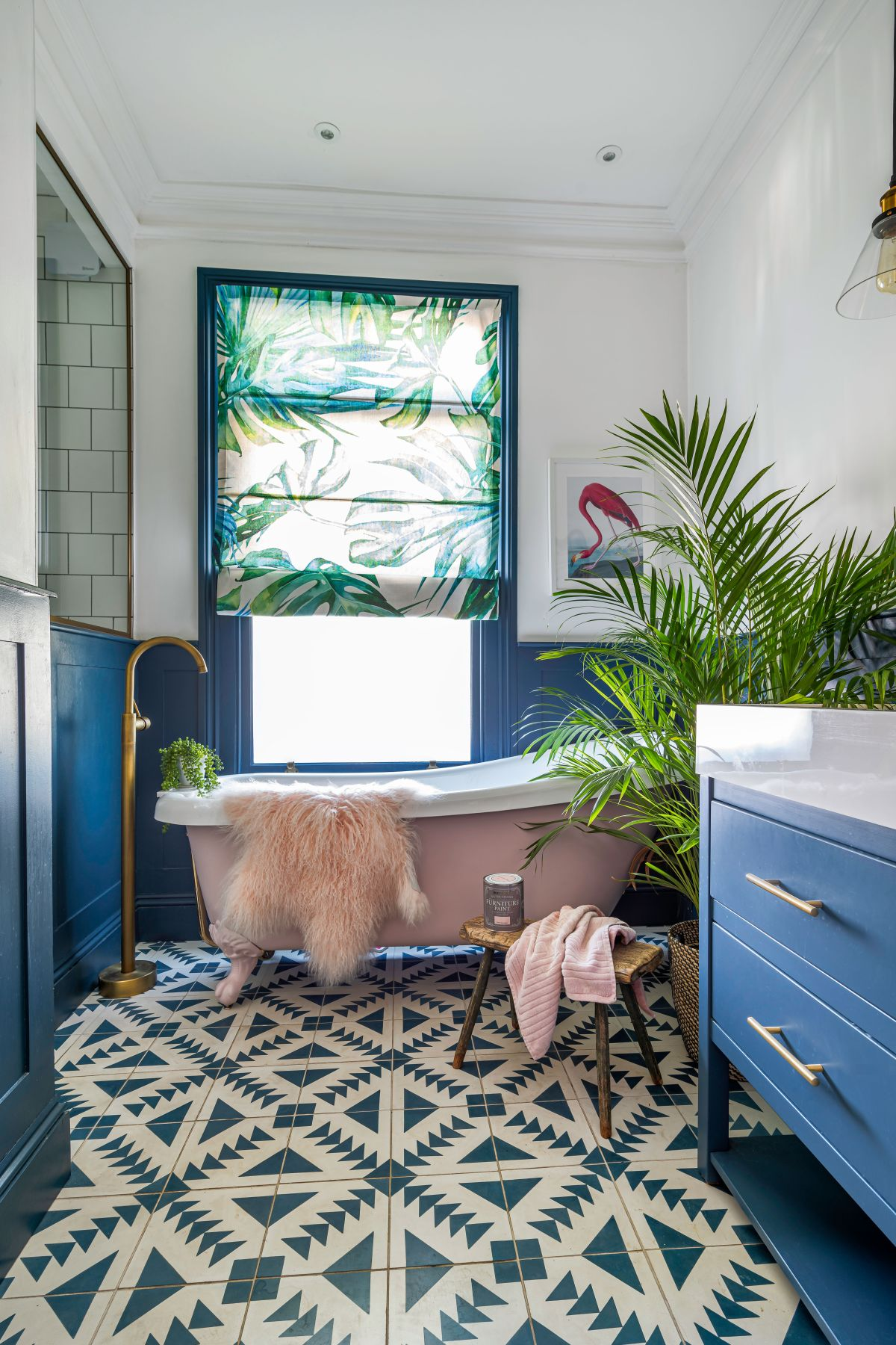 How to update a bath with furniture paint