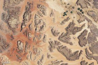 wadi-rum-jordan-landscape-110404-02