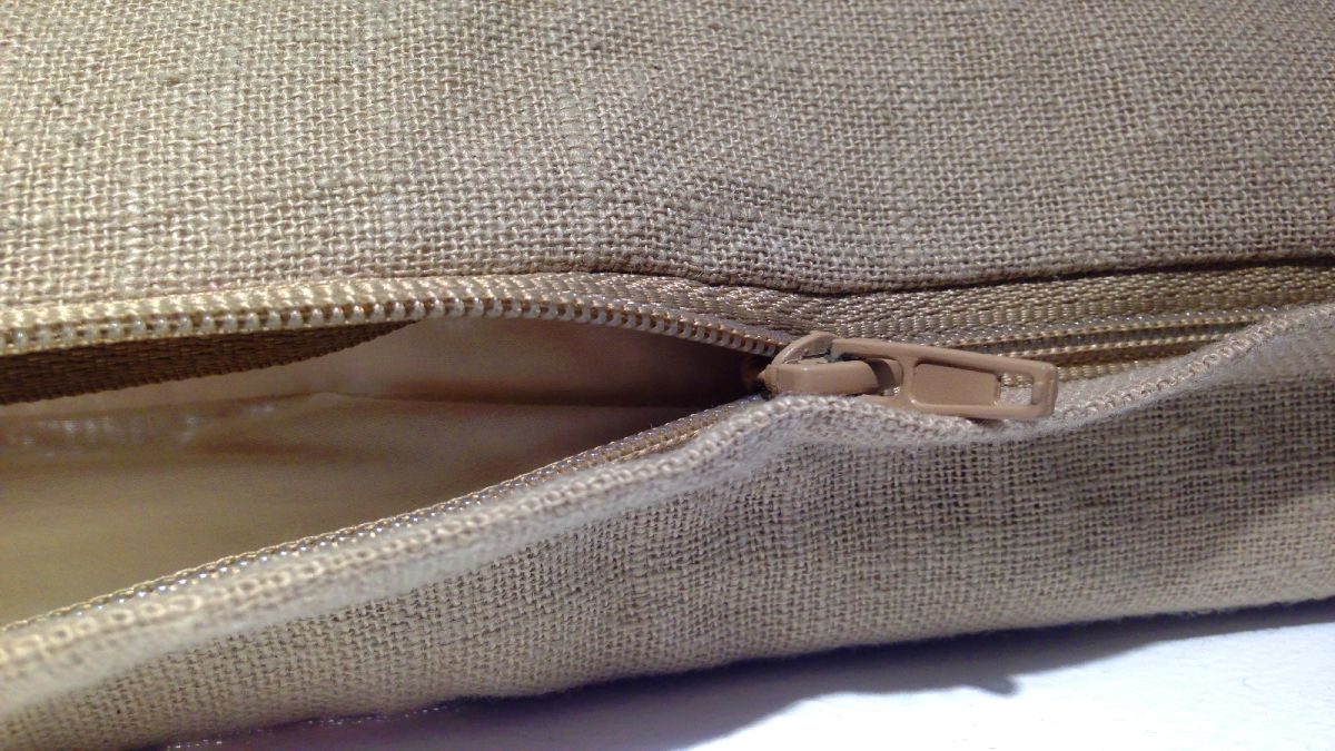 How to sew a zip on a cushion cover