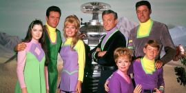 How Netflix's Lost In Space Reboot Compares To The Original Series