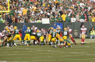 green bay packers kicking a field goal