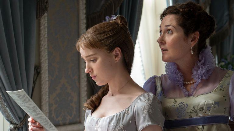 BRIDGERTON (L to R) PHOEBE DYNEVOR as DAPHNE BRIDGERTON and RUTH GEMMELL as LADY VIOLET BRIDGERTON in episode 101 of BRIDGERTON