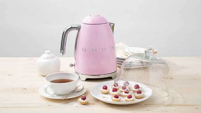 Bag £25 off the iconic Smeg kettle today