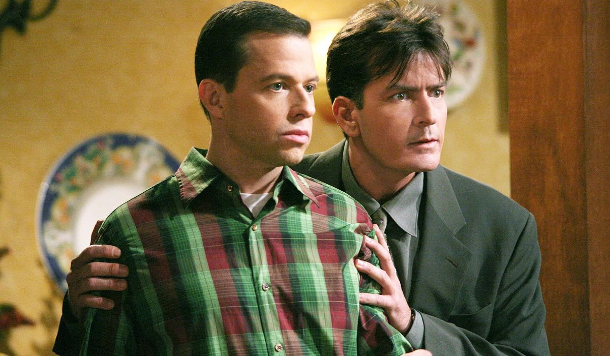 Two and a Half Men Jon Cryer and Charlie Sheen stand together
