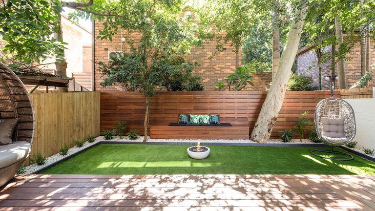lawn ideas: sunken lawn in modern garden
