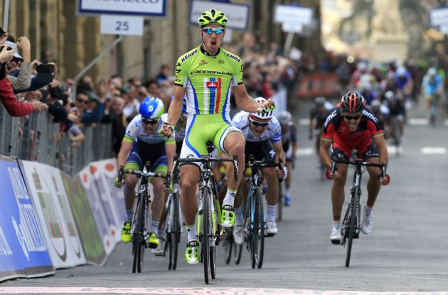 Peter Sagan wins Stage 3 of the 2014 Tirreno Adriatico from Michal Kwiatkowski and Simon Clarke.