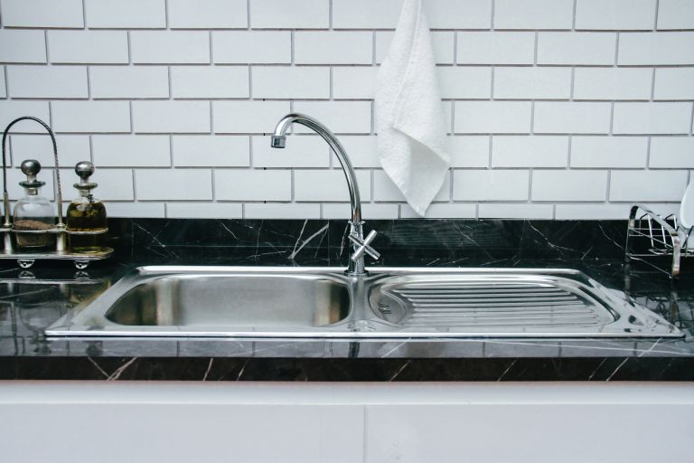 shiny stainless steel kitchen sink