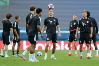 Bayern Munich's German forward Thomas Mueller (C) heads a ball during a training session at the Jose Alvalade stadium in Lisbon on August 18, 2020 on the eve of the UEFA Champions League semi-final football match between Lyon and Bayern Munich.