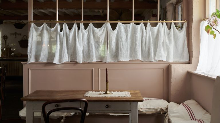 French cafe curtains trend for kitchens